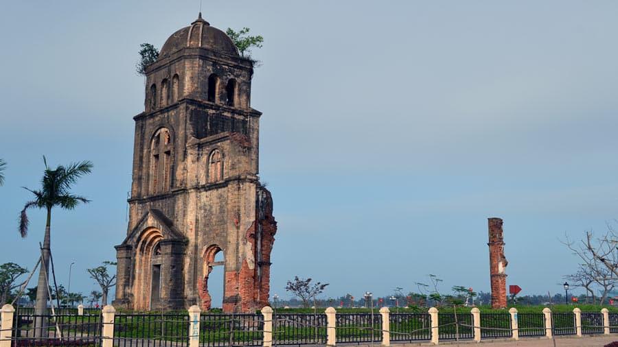 Phế tích nhà thờ Tam Tòa tại Đồng Hới