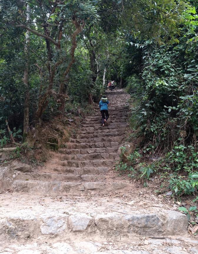 Núi Thần Đinh - Điểm du lịch tâm linh tại Quảng Bình