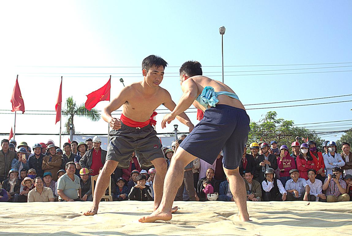 Vật truyền thống đầu năm tại Ba Đồn
